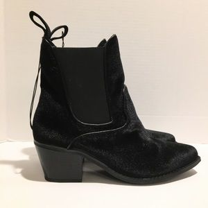 Mossimo supply co. Tommi black velvet booties